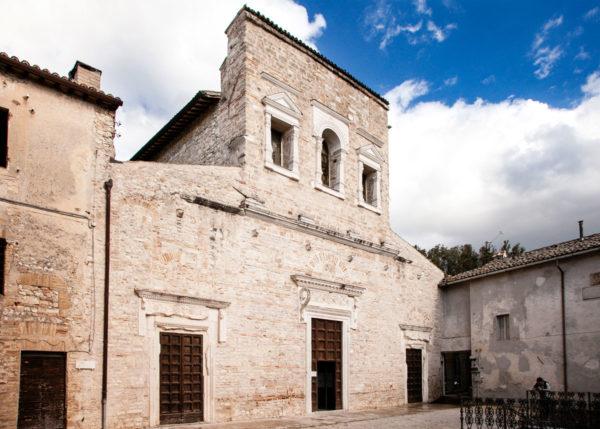Facciata della Chiesa di San Salvatore - Patrimonio UNESCO a Spoleto