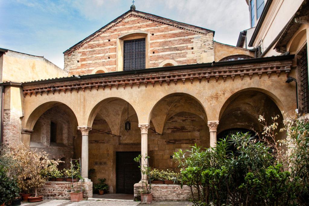 Facciata della Chiesa di Sant'Elena risalente al IX secolo