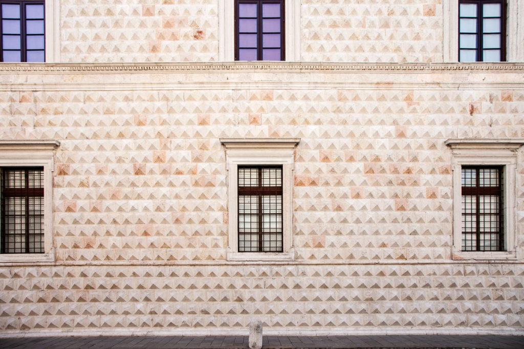 Facciata e Finestre del Palazzo dei Diamanti di Ferrara