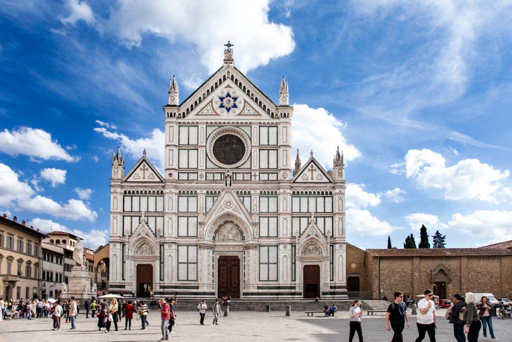 Facciata ottocentesca della Basilica di Santa Croce