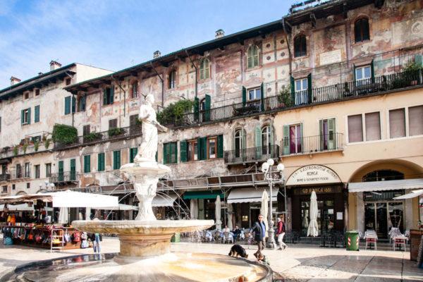 Fontana di Madonna Verona in piazza delle Erbe a Verona