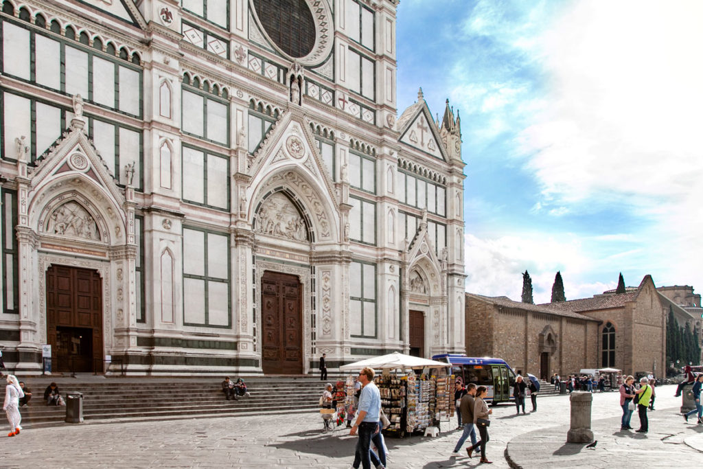 Gli ingressi alla Basilica di Santa Croce di Firenze