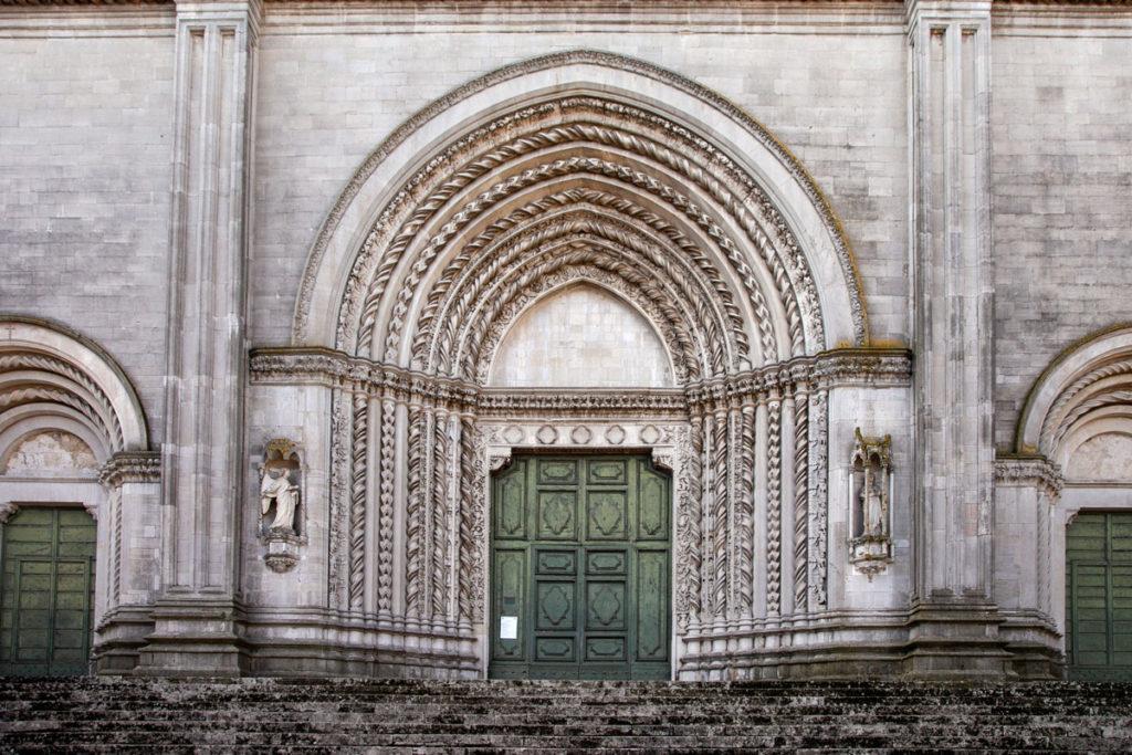 I tre portali di Ingresso alla Chiesa di San Fortunato