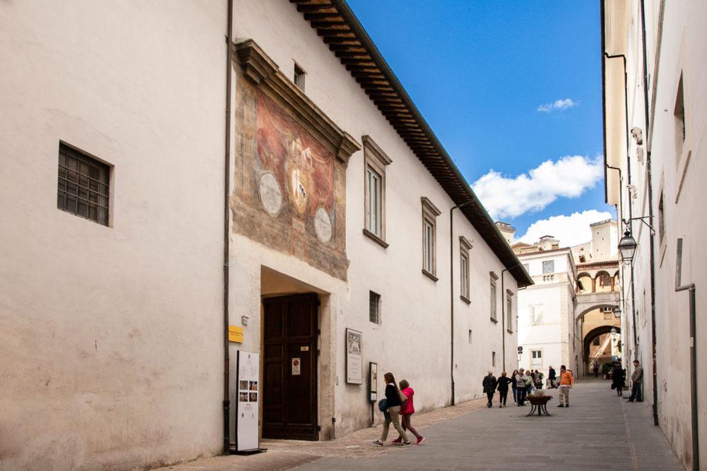 Ingresso al Palazzo Arcivescovile di Spoleto