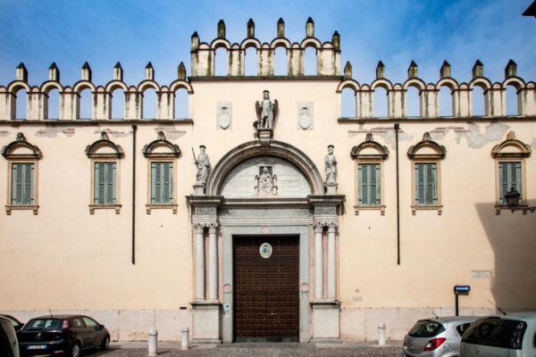 Ingresso al Palazzo Vescovile di Verona