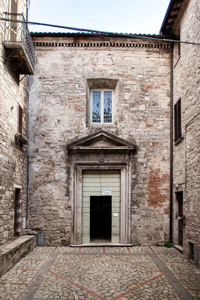 Ingresso alla chiesa di San Silvestro di Todi