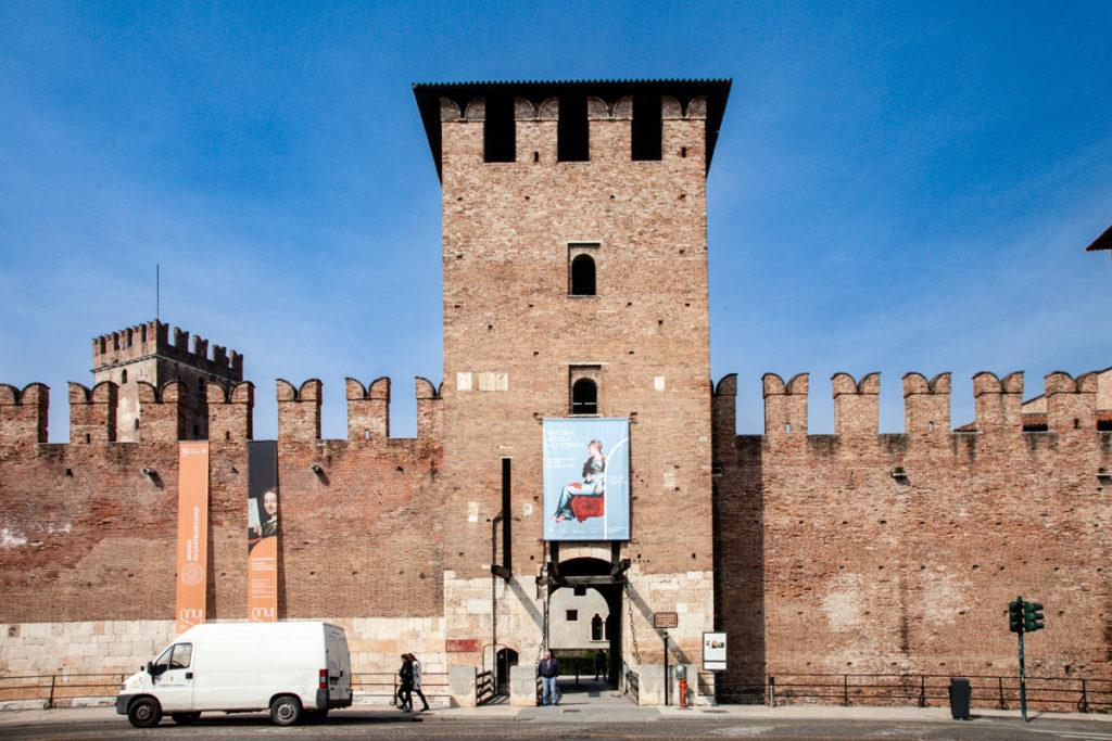 Ingresso verso la città con ponte levatoio - Castelvecchio Verona
