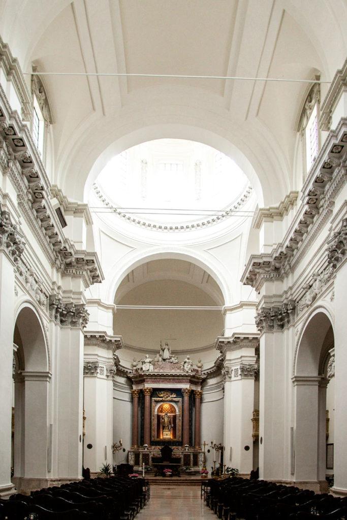 Interni della chiesa di San Filippo Neri