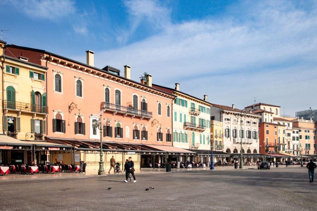 Liston - Passeggiata sotto i palazzi storici di Piazza Bra