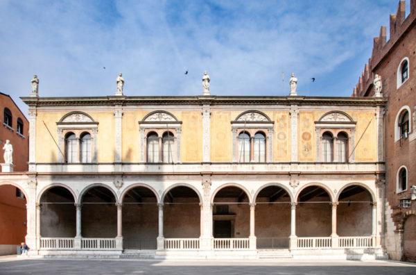 Loggia del Consiglio in piazza dei Signori a Verona