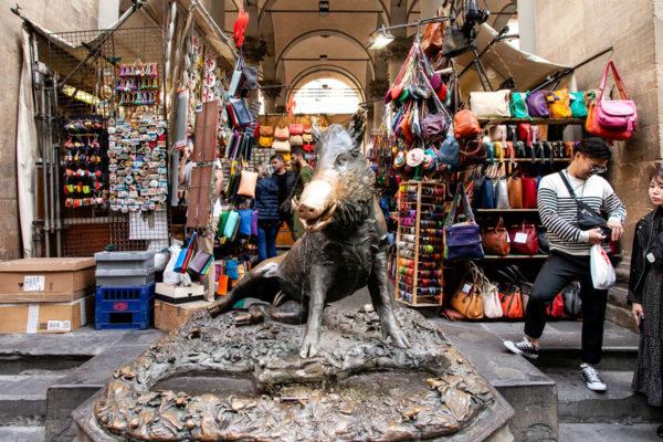 Mercato del Porcellino di Firenze - Statua con Cinghiale