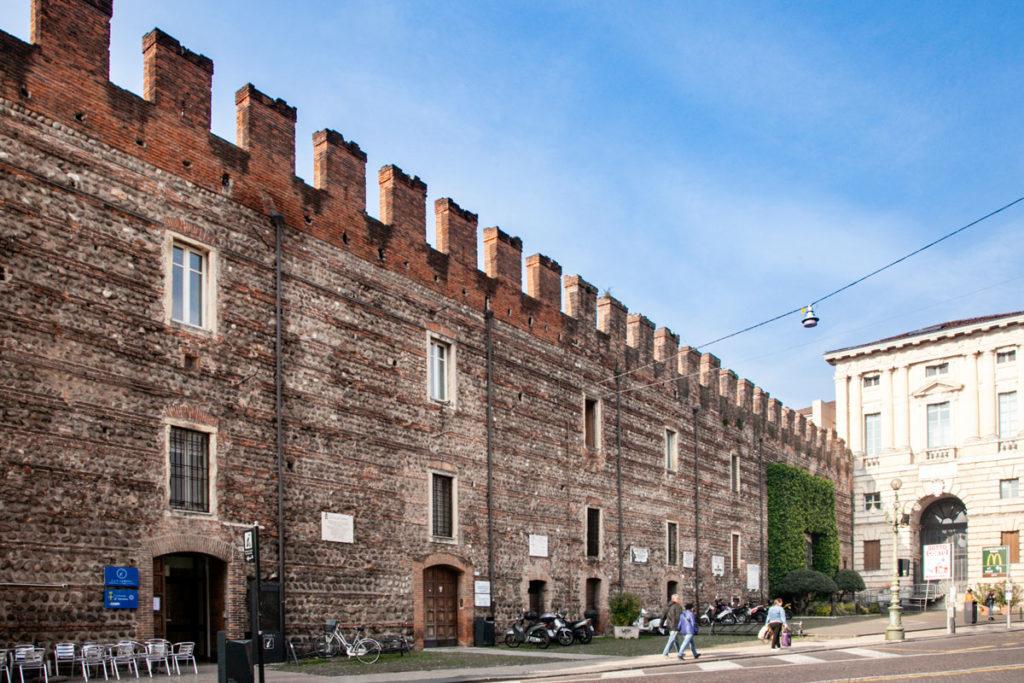 Mura Storiche di Verona in Piazza Bra