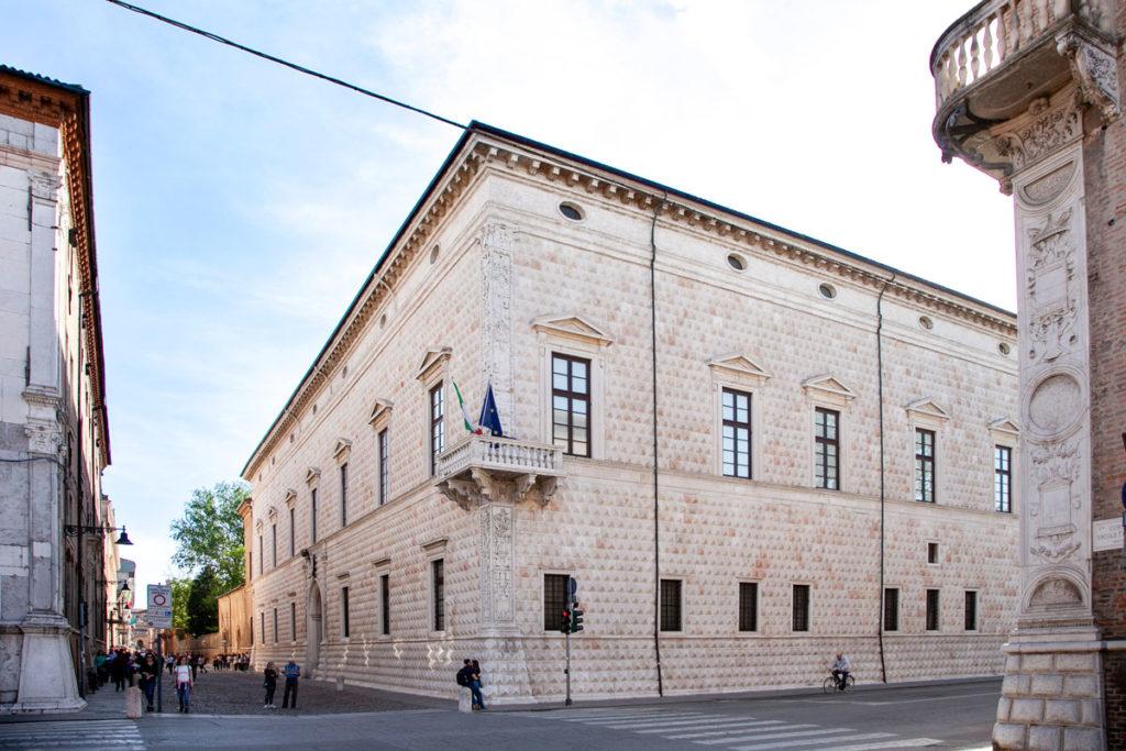 Palazzo dei Diamanti di Ferrara - Facciate Esterne