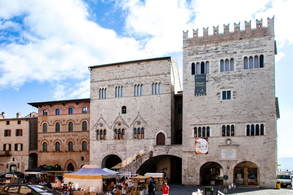 Palazzo del Capitano a Sinistra e Palazzo del Popolo a Destra - Todi