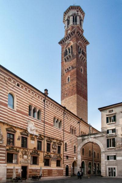 Palazzo della Ragione con Torre dei Lamberti vista da piazza dei Signori - Verona