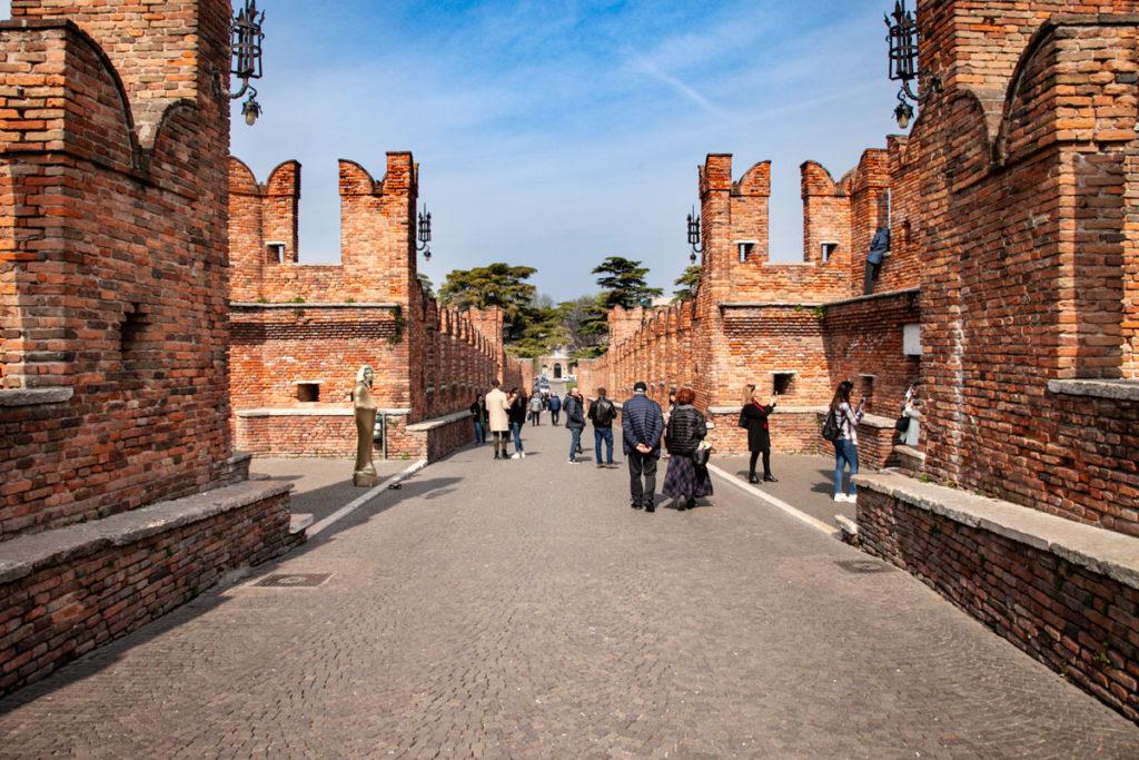 Passeggiata sui camminamenti e sul ponte di Castelvecchio - Verona