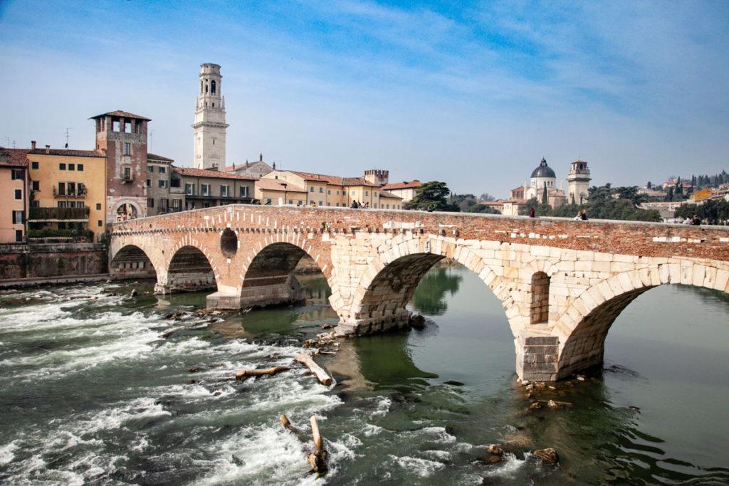 Ponte Pietra - Ponte più antico di Verona