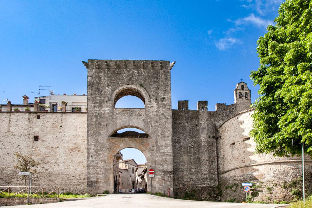 Porta Perugina - Cerchia Muraria più esterna nel centro storico di Todi