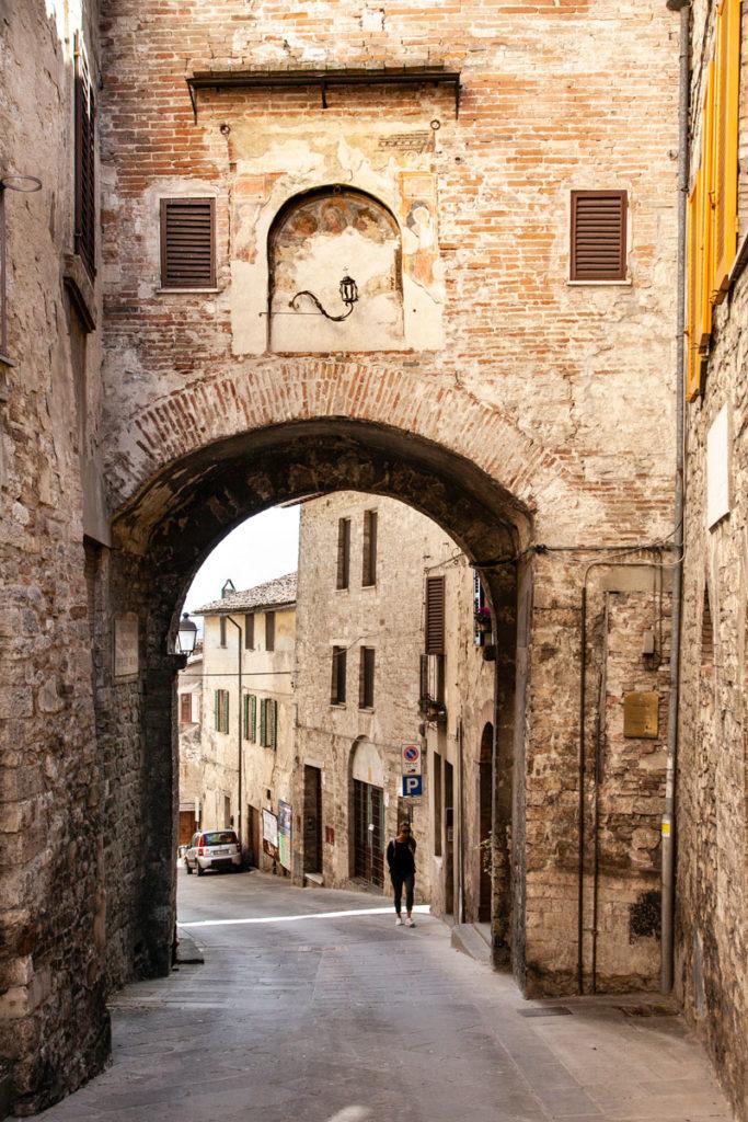Porte e Affreschi di Todi