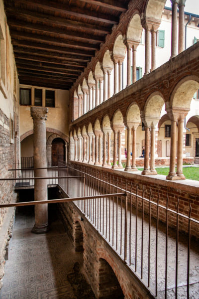 Resti di basiliche paleocristiane nel Chiostro dei Canonici di Verona