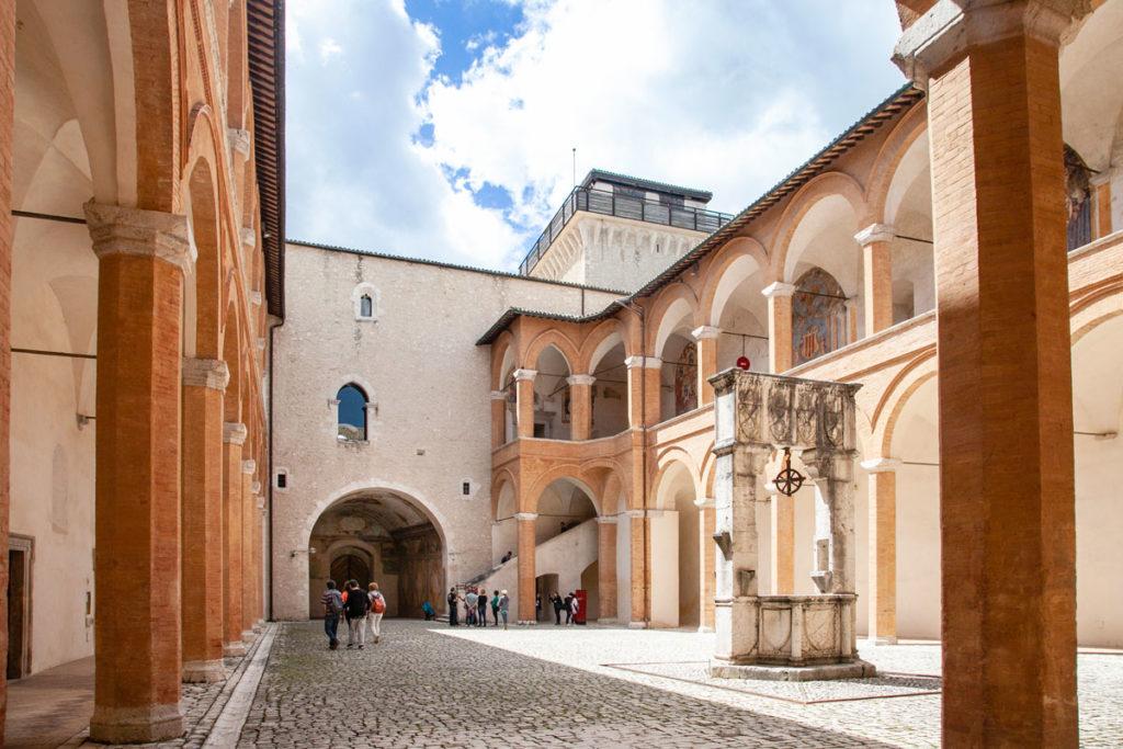 Rocca Albornoziana di Spoleto - Cortile d'Onore con Scalone d'Onore
