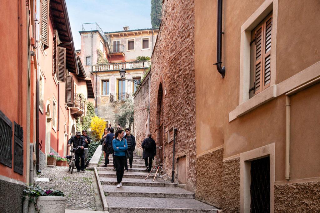 Scalinata in Salita verso Castel San Pietro