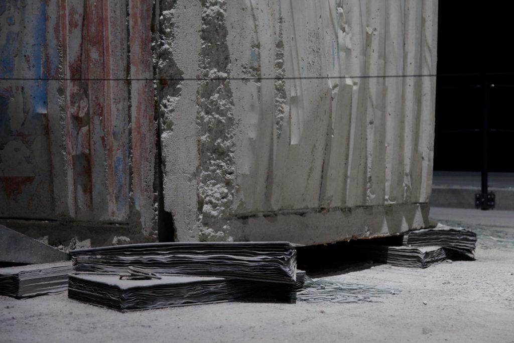 Torre Melancholia - Base con pezzi di Carta e lastre di Vetro