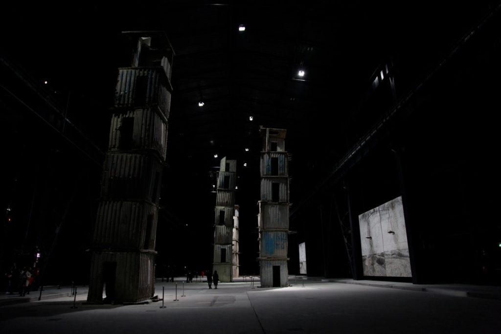 Torre Melancholia a Sinistra e Ararat e Linee di Campo Magnetico sullo Sfondo