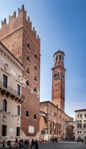Torre del Palazzo del Cansignorio e Torre dei Lamberti sullo Sfondo