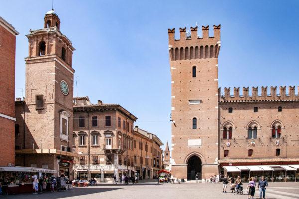 Torre dell'Orologio di Ferrara e Torre della Vittoria