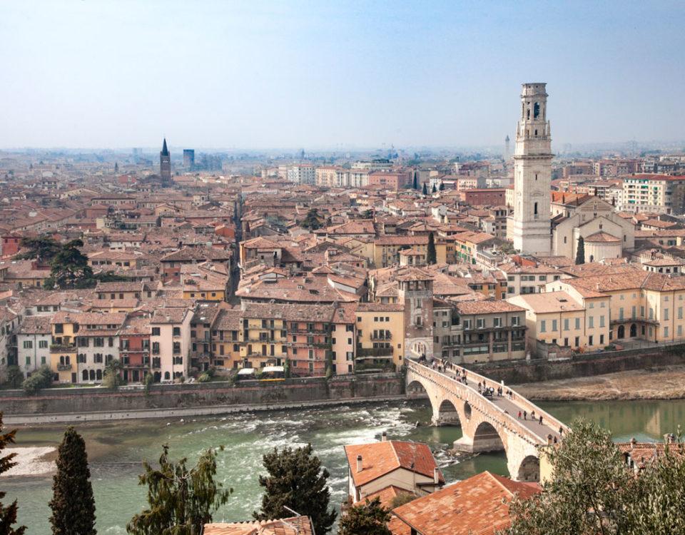 Veduta Panoramica di Verona e del Ponte Pietra