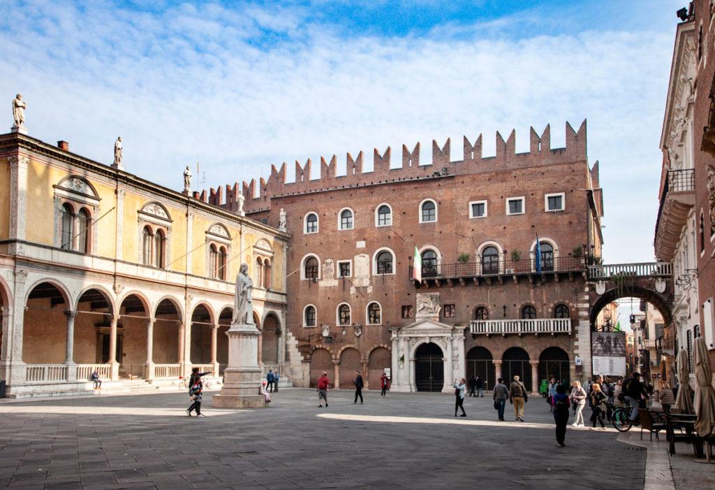 Verona Piazza dei Signori con Palazzo del Podestà e Loggia del Consiglio