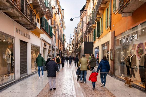 Via Mazzini - la via dei negozi di Verona