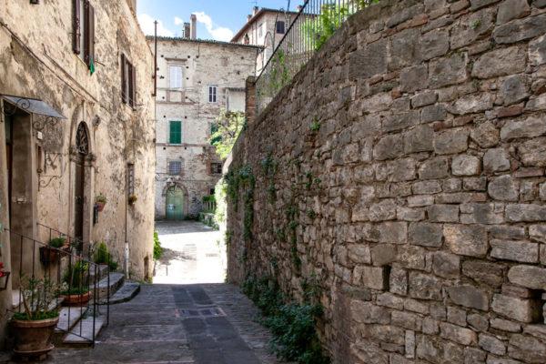 Via delle Mura Antiche - Prima cerchia muraria di origine etrusca
