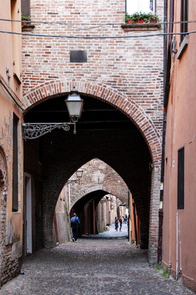 Via delle Volte a Ferrara - Strada Medievale