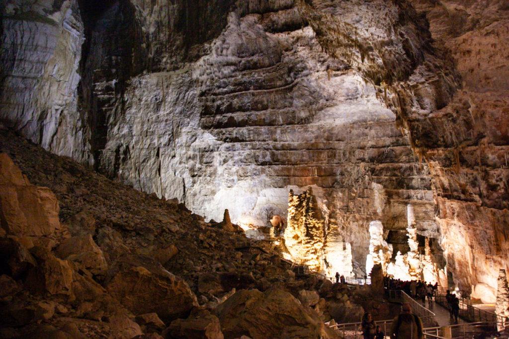 Abisso Ancona la grotta più grande di tutta Frasassi