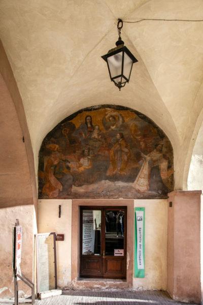 Affresco dei Santi Protettori di Trevi in piazza Mazzini