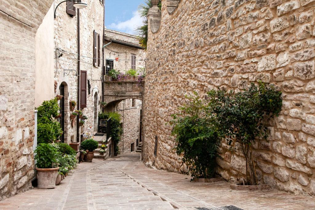 Archi e case in pietra - Spello