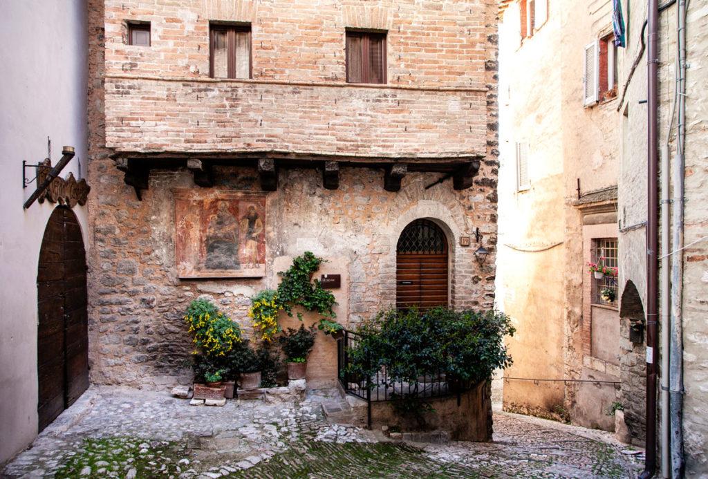 Casa Quattrocentesca con Affreschi - Trevi