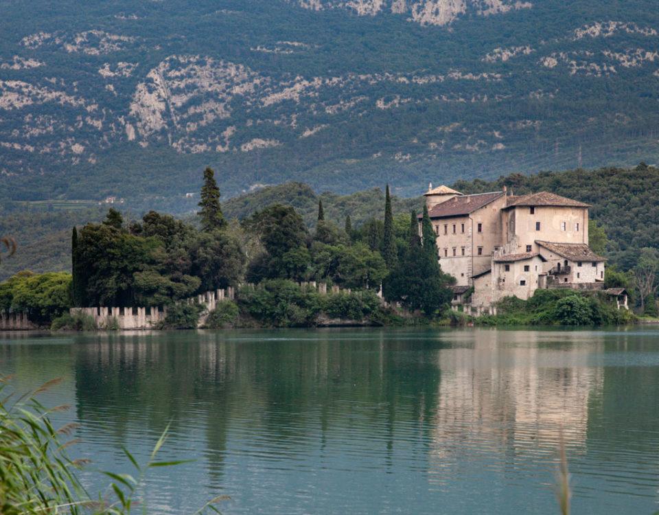 Castel Toblino sul lago di Toblino