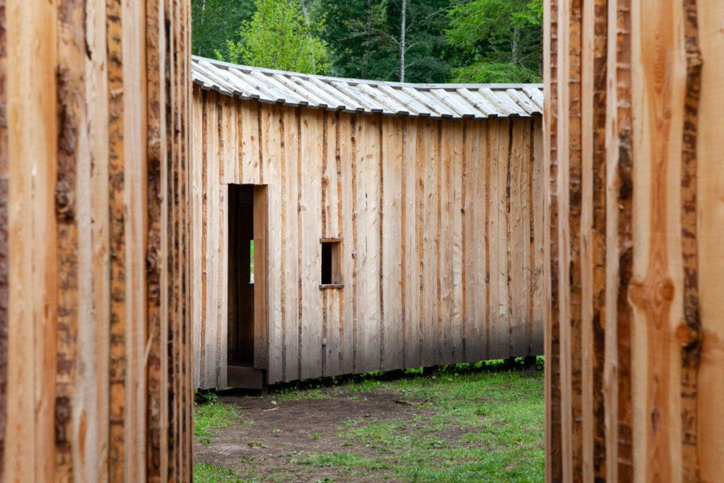 Corridoi in legno di Dentro fuori di Michele de Lucchi - Villa Strobele - Arte Sella