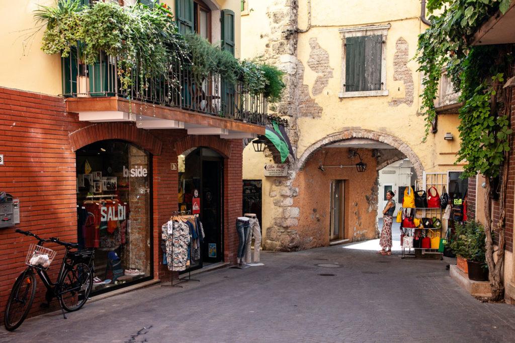 Corso Vittorio Emanuele nel centro storico di Garda