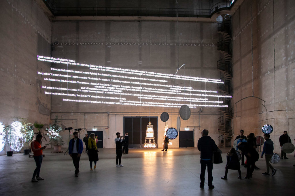 E=C=L=I=P=S=E - Descrizione luminosa di una eclissi in ...the illuminating gas di Cerith Wyn Evans