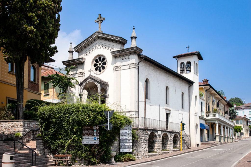 Facciata della chiesa della Natività di Maria - Gardone Riviera