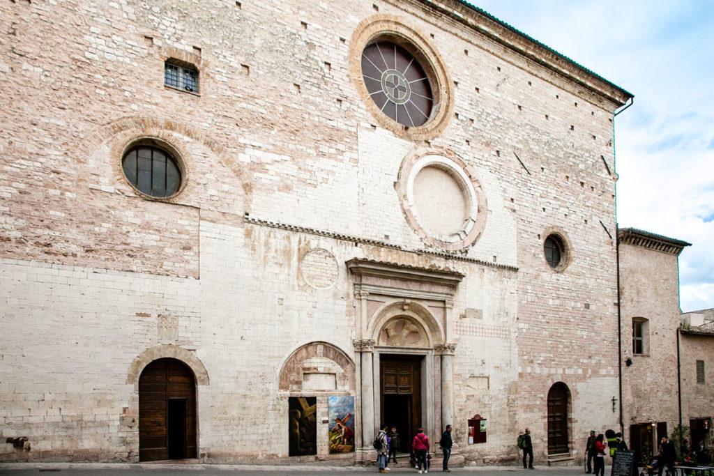 Facciata della chiesa di San Lorenzo Martire a Spello
