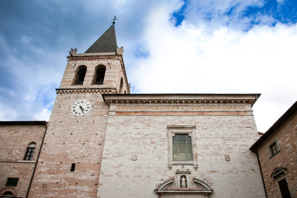 Facciata della chiesa di Santa Maria Maggiore e Campanile - Cosa Vedere a Spello