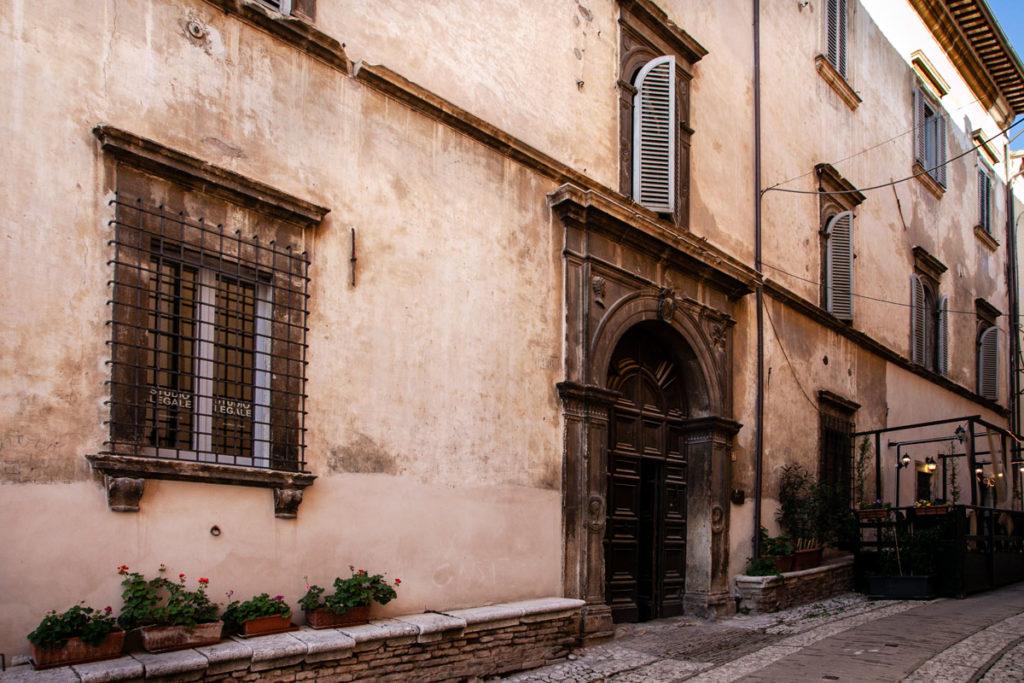 Facciata di Palazzo Valenti