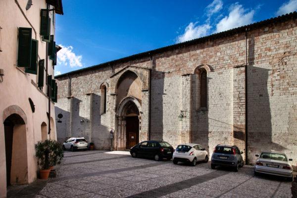 Fiancata della chiesa di San Francesco a Trevi