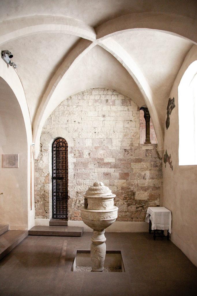Fonte Battesimale e Chiesa di Santa Maria Infraportis