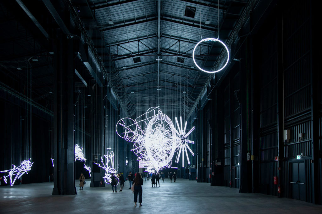 Forms in Space... by light (in Time) I - Single Circle- Cerith Wyn Evans ad Hangar Bicocca